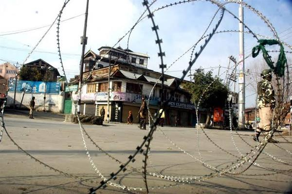 Restrictions imposed in old city parts to foil attempts of march called by Mirwaiz