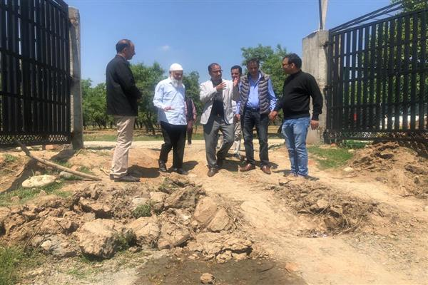 Director horticulture inspects nurseries in south Kashmir