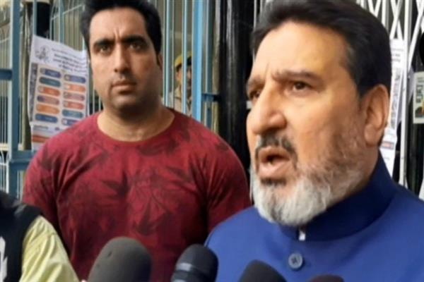 Altaf Bukhari congratulates Farooq Abdullah for his win