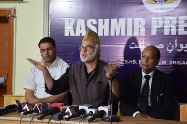BJP has no workers in JK, but only agents: Muzaffar Shah