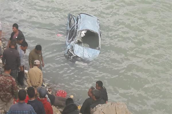 Leh accident: Body of two family members retrieved, two others still missing