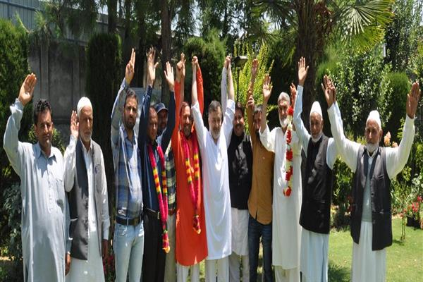 Two Congress leaders from Pattan constituency join PC in presence of Imran Ansari