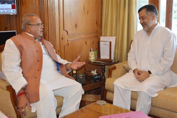 Former Minister meets Governor