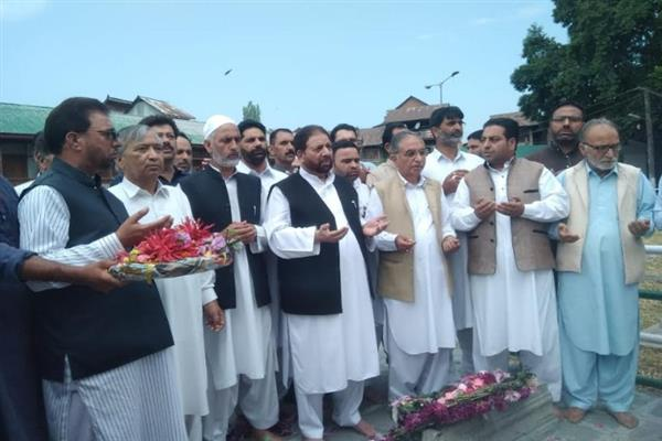 Hakeem Yaseen urges for united efforts to fructify martyrs mission