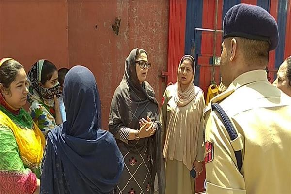 Chairperson SCPWCR visits Women's Police Station Srinagar