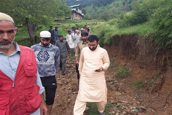 Qaisar Lone tours different areas of Lolab, assesses damage caused due to rains