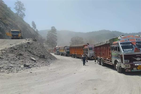 Srinagar-Jammu highway reopens for both LMVs, HMVs