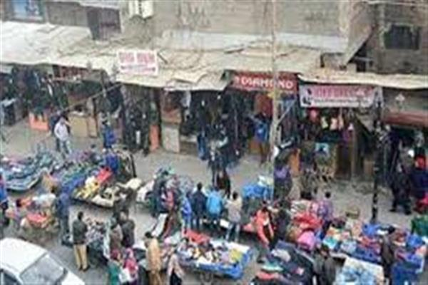 Shopkeepers occupy footpaths in Handwara