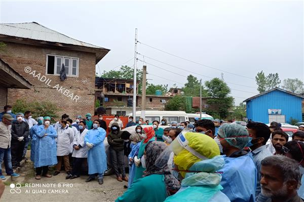 Doctors, Paramedics Hold Protest in DH Handwara After Attendant allegedly Thrashed Pharmacist