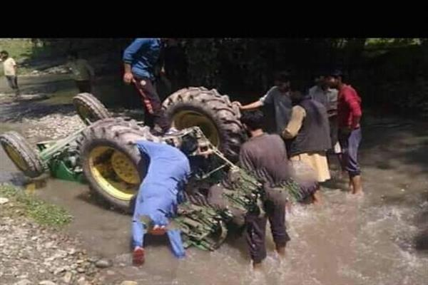 One Dead, two injured as tractor turns turtle in Pattan