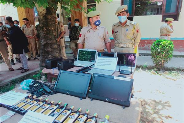 Baramulla police solves theft case, 2 arrested, stolen items and cash recovered.