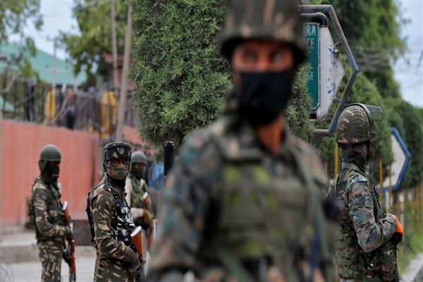 Militants attack security forces in Srinagar